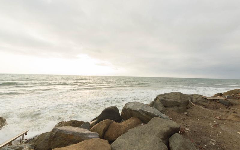 Beachfront view San Clemente, Ecuador Nikon D7500 by Lourdes Mendoza