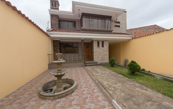 This Beautiful house for sale in Cuenca in a resi…