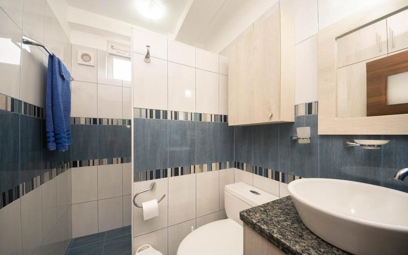 Master Bathroom Playa San Jose, Ecuador Nikon D7500 by Lourdes Mendoza