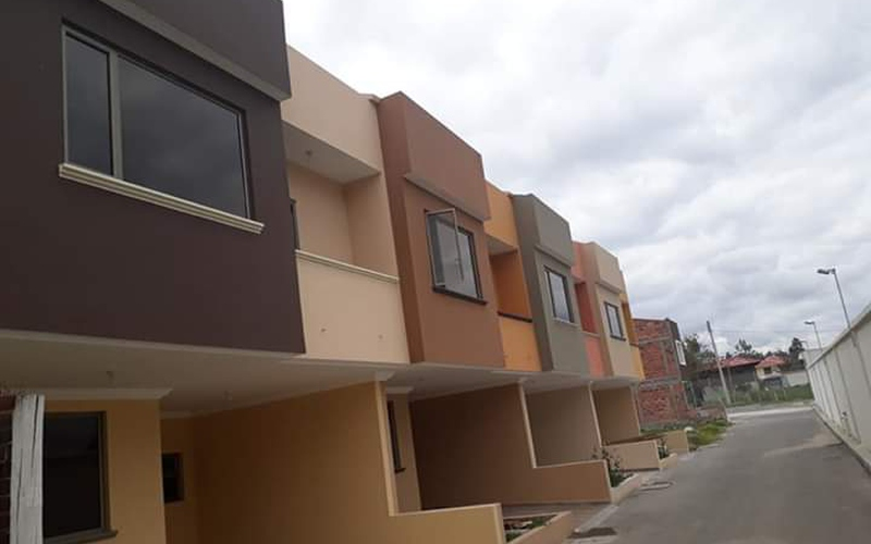 <p>The following houses have a front of 6.5mx15m …