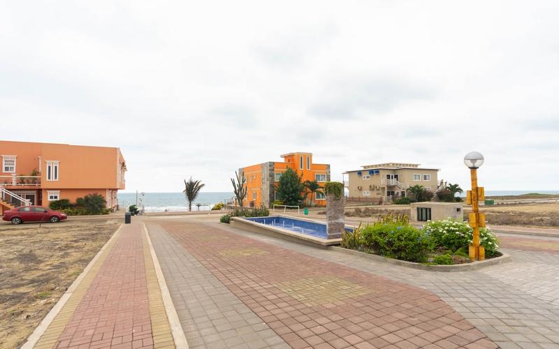 Beachfront view Playa San Jose, Ecuador Nikon D7500 by Lourdes Mendoza
