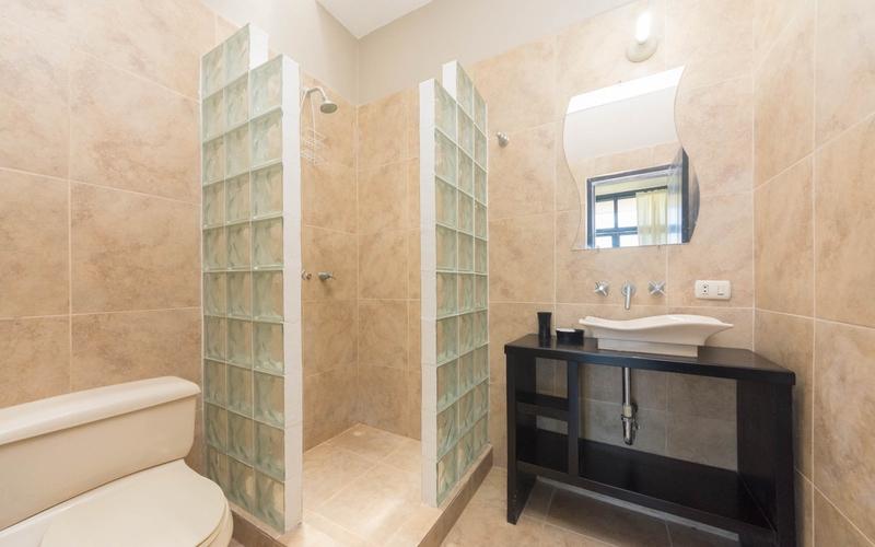 Master Bathroom San Clemente, Ecuador Nikon D7500 by Lourdes Mendoza