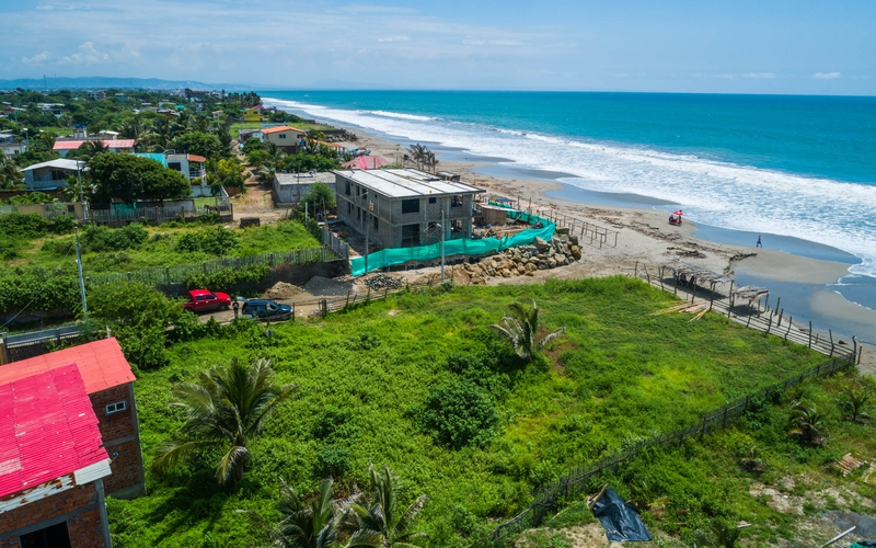 A perfect located beachfront land ready to develo…