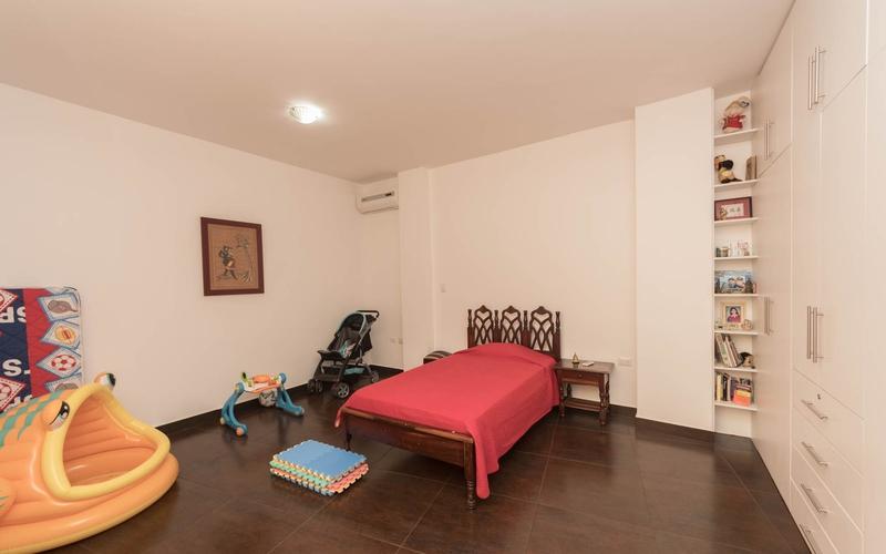 Guest Bedroom Manta, Ecuador Nikon D7500 by Jonathan Mueller