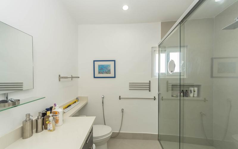 Master Bathroom Bahia de Caraquez, Ecuador Nikon D7500 by Lourdes Mendoza