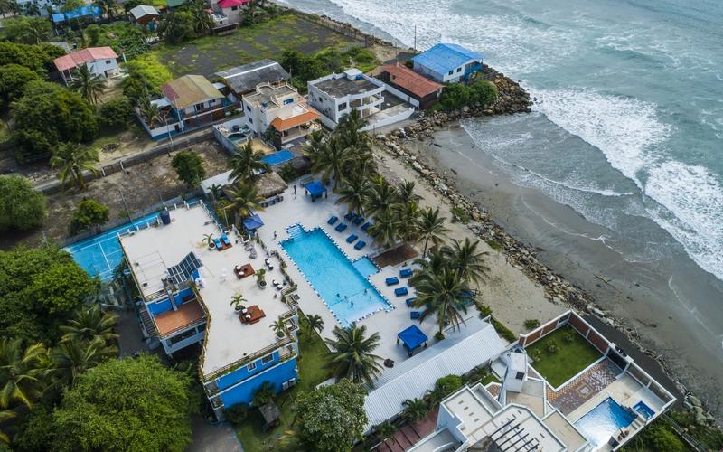 Pool San Clemente, Ecuador DJI Phantom 4 by Jonathan Mueller