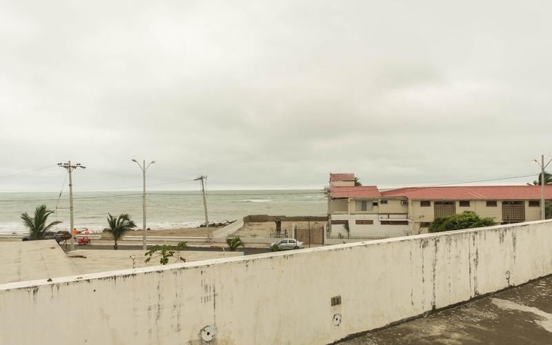 Beachfront view Cuenca, Ecuador DJI Phantom 4 by Jonathan Mueller