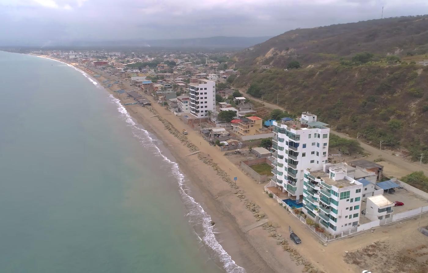 <p>Nice beachfront condo in Crucita, Manabi locat…