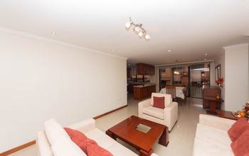 <p>This apartment near the Tomebamba River in Cue…