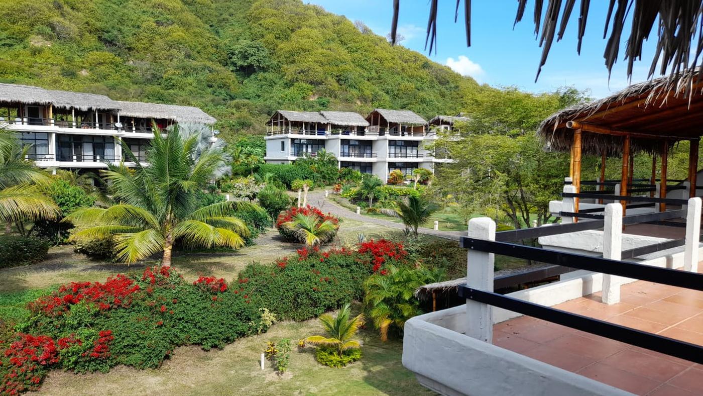 <p>Impeccably presented, this amazing beach condo…
