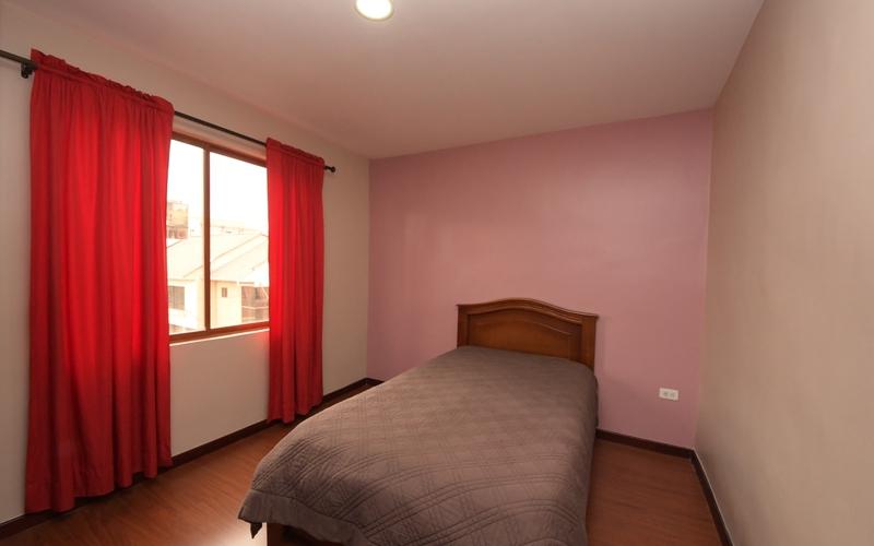 Guest Bedroom Cuenca, Ecuador Nikon D7500 by Jonathan Mueller