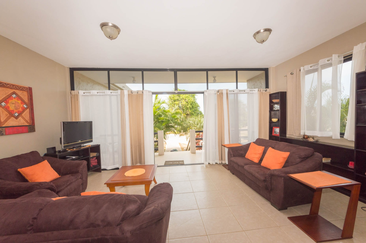 <p>This townhouse with ocean view&nbsp;presents a…