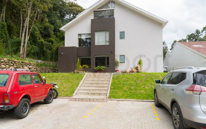 <p>Looking for a nice location and a quiet area o…