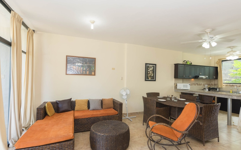 <p>This 2 bedroom and 2.5 bathroom beach townhous…