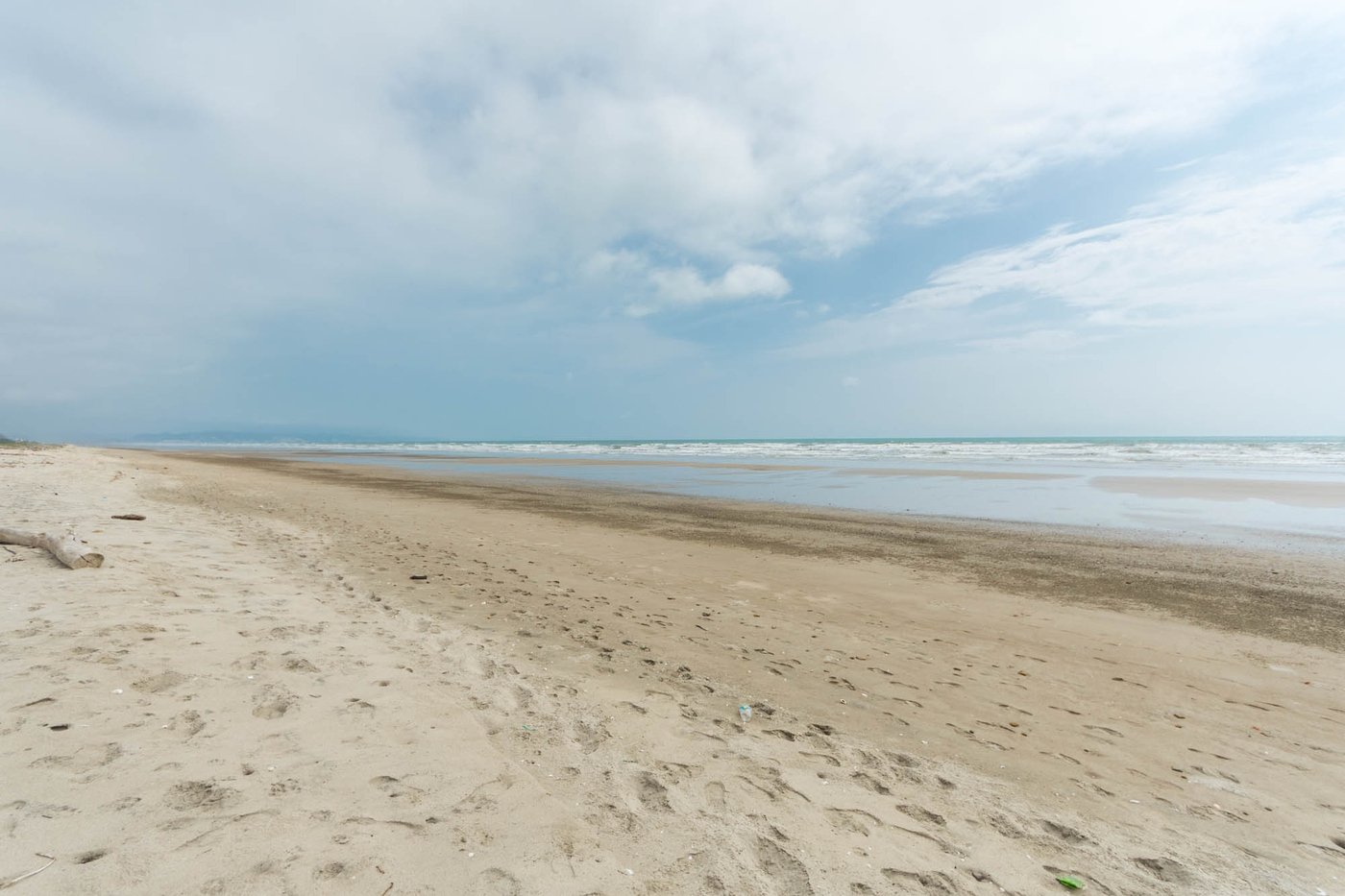 <p>Amazing Beachfront Land 1522m2, cost $65 per s…