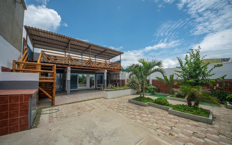 Front Patio San Clemente, Ecuador Nikon D7500 by Lourdes Mendoza