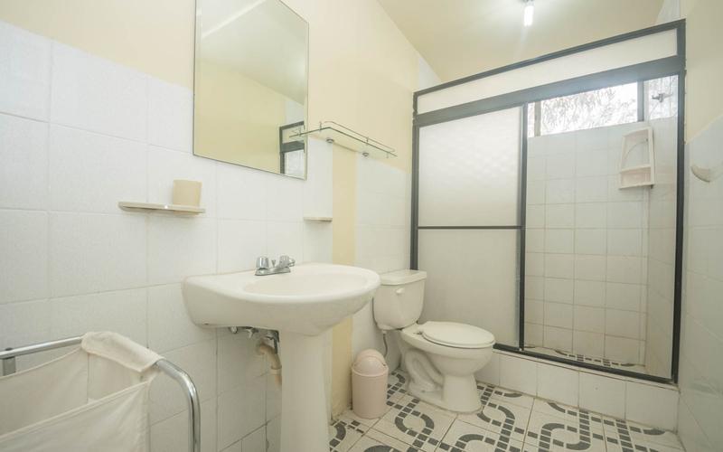 Guest Bathroom San Clemente, Ecuador Nikon D7500 by Lourdes Mendoza