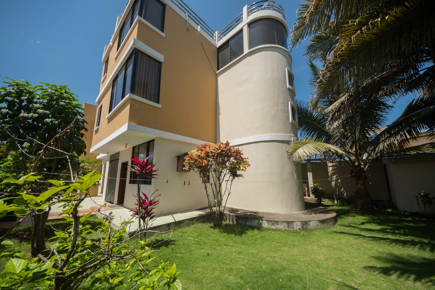 <p>This 5 bedrooms and 4.5 bathroom house offer y…